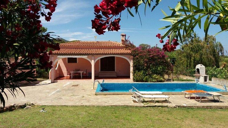 Villa in Costa Smeralda con piscina Cugnana-Portorotondo, holiday rental in Olbia