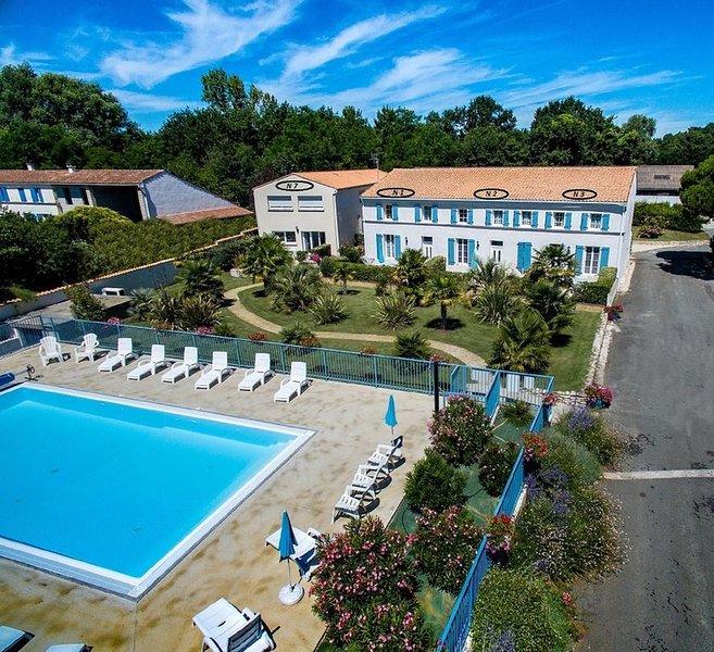 VILLA  L'EMBELLIE -  LOGIS DE LA PALMERAIE  - piscine chauffée  -, location de vacances à Arvert