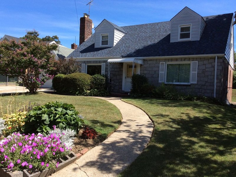 Perfect for families or business travelers looking for extended weekend in NYC�, holiday rental in Cambria Heights