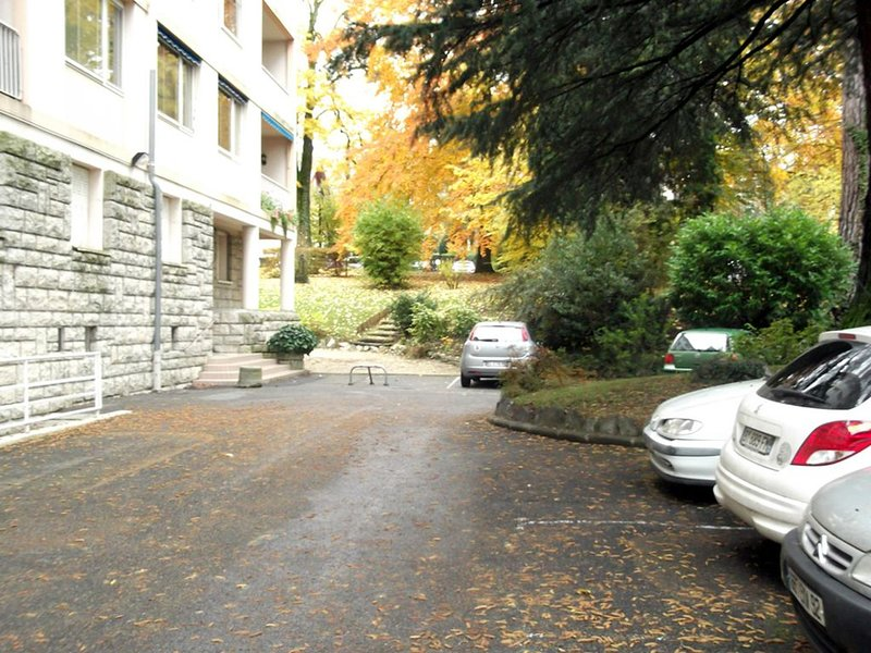 Parking shared with residents | car park shared with residents