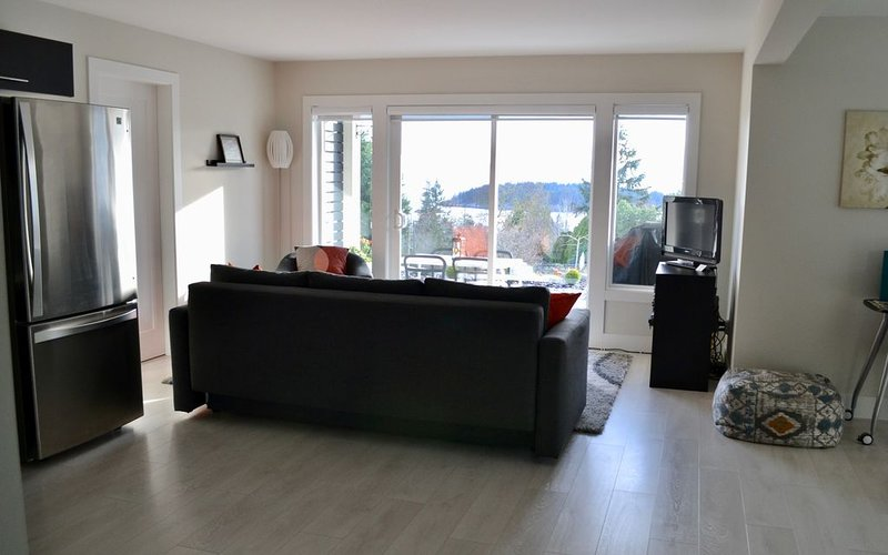 New! Modern, Ocean View, 2-bedroom Suite - Sechelt, Bc, vakantiewoning in Sunshine Coast
