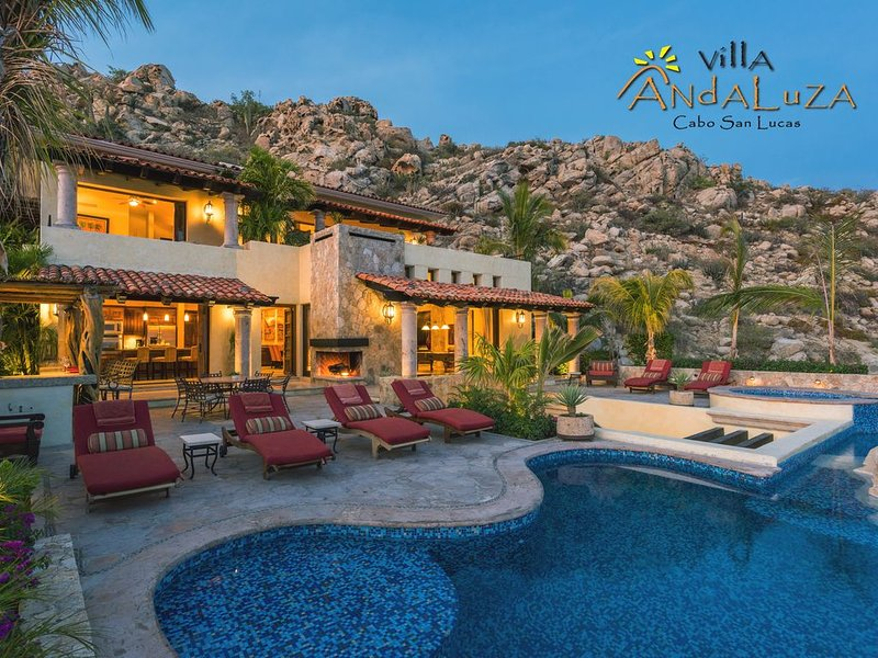 Private Luxury Villa in Pedregal Overlooking Ocean w/ Concierge & in-house Chef, location de vacances à Cabo San Lucas