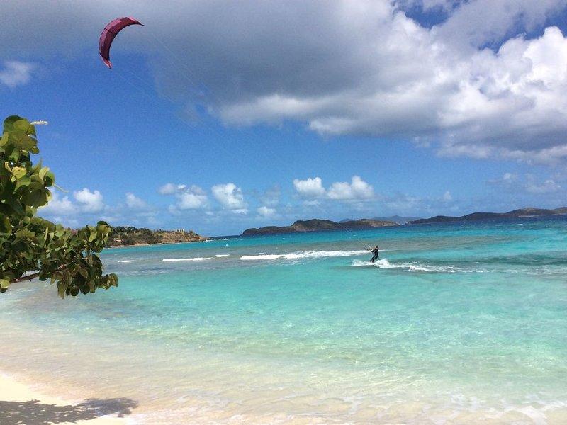 Kitesurfen guten Sport am Saphir Strand mit seiner Off-Shore-Brise!