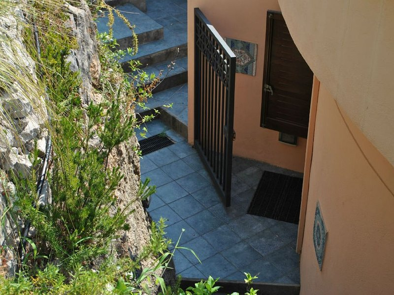 VILLA ROMANTIC COVE vista mozzafiato sul mare a 7km da Sperlonga, holiday rental in Sperlonga