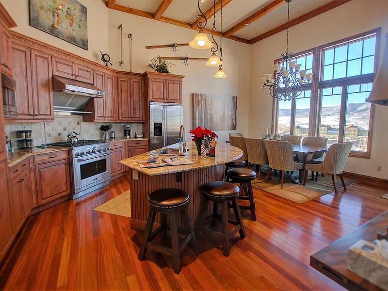 Early Booking SALE! DOG FRIENDLY LUXURY! BEST RATES FOR CHADWICK ESTATE VILLAS!, holiday rental in Steamboat Springs