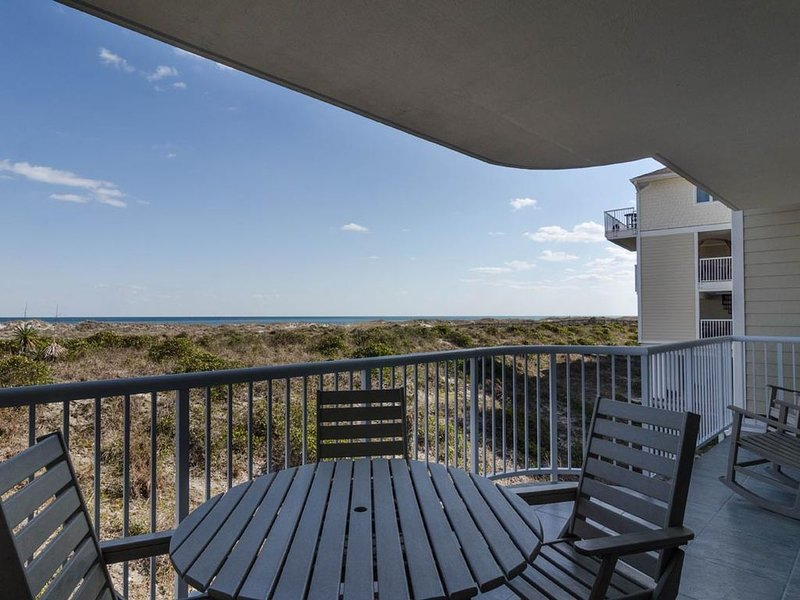 A wonderful vacation awaits you at this lavish oceanfront condo, holiday rental in Ogden
