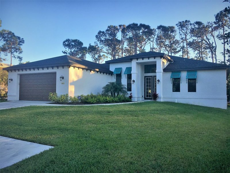Brand New Pool Home, Sleeps 10, just 1 mile to Bonita Beach, vacation rental in Bonita Springs