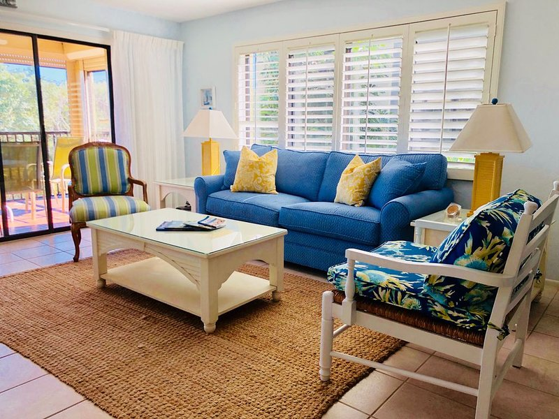 Sandpiper Beach 403 Best location & Shelling! Dedicated WiFi & extras, vacation rental in Sanibel Island