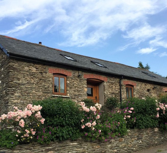 Stunning romantic rural retreat with all year Hot Tub close to Exmoor and Coast – semesterbostad i Shirwell