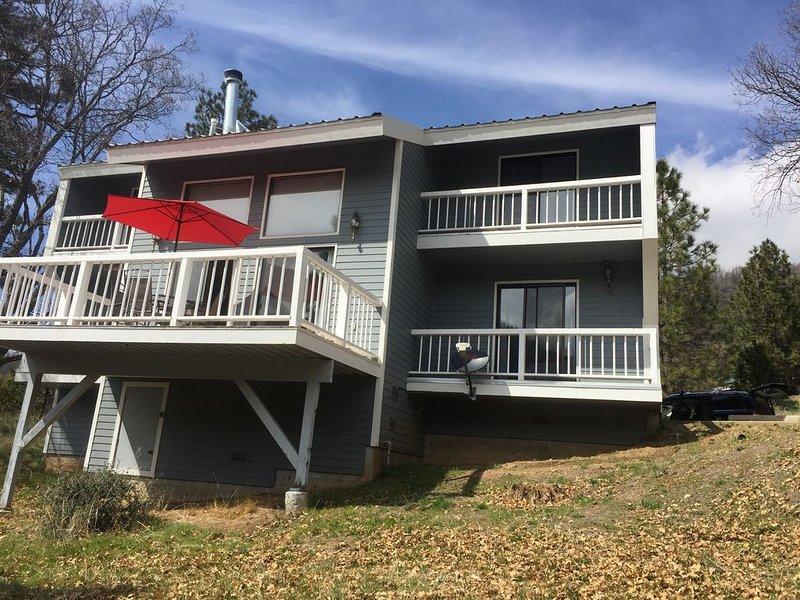 Spacious Multi Family Mountain Home., location de vacances à Camp Nelson