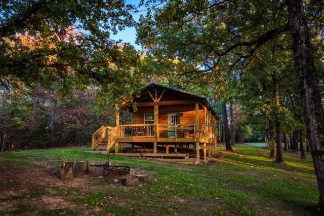 Buck Cabin is a Fully Furnished Lake Side Cabin on Rend Lake Comfortable for all, holiday rental in Sesser