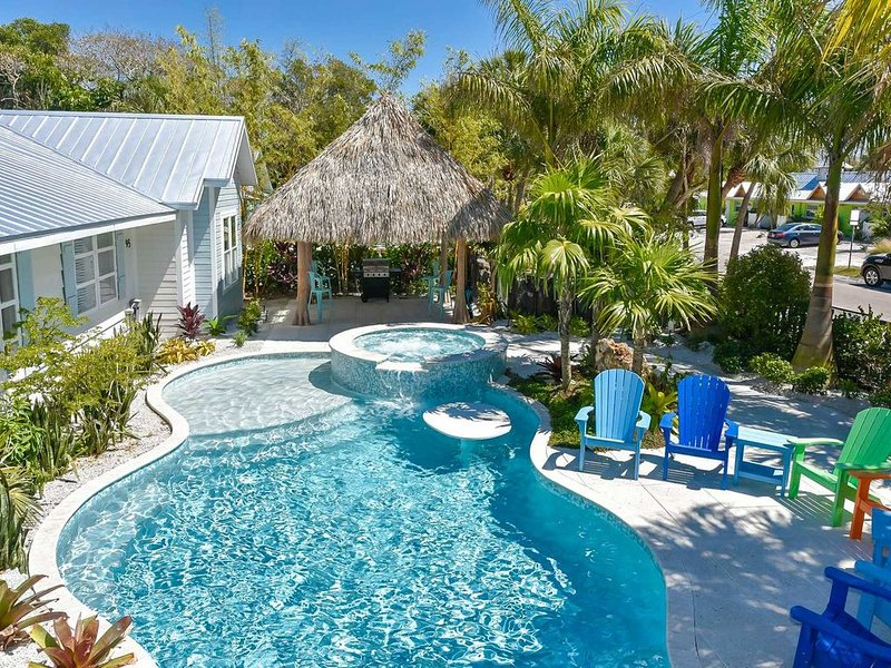 BEST HOUSE ON SIESTA - Sleeps 24+ - Heated Private Pool w/ Slide, Spa, Gratto,, holiday rental in Siesta Key