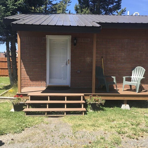 Firehole Cottage ~ Cozy Home To Visit With The Comforts & Privacy Of Your Own, aluguéis de temporada em West Yellowstone
