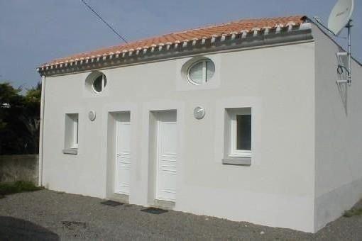 BORD DE MER Maisonnette - quartier residentiel -700m  plage surveillée, location de vacances à Les Sables d'Olonne