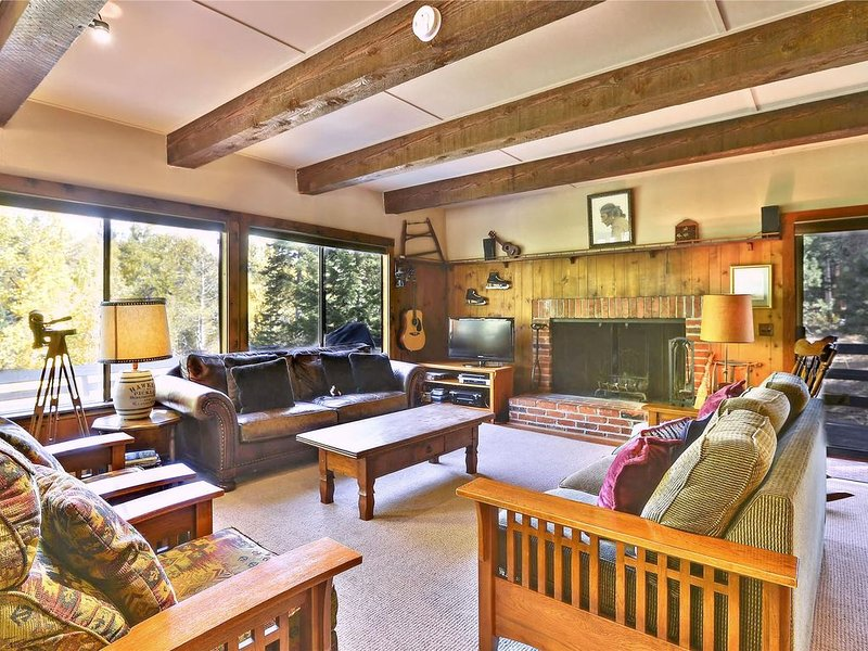Spacious Alpine Meadows Four Season Home. DOG FRIENDLY! Close to Squaw and Tahoe, alquiler de vacaciones en Olympic Valley