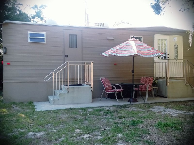 1 QUEEN BEDROOM/1 BATH PRIVATE ADULT GET-A-WAY Water Sport Enthusiasts, holiday rental in Homosassa