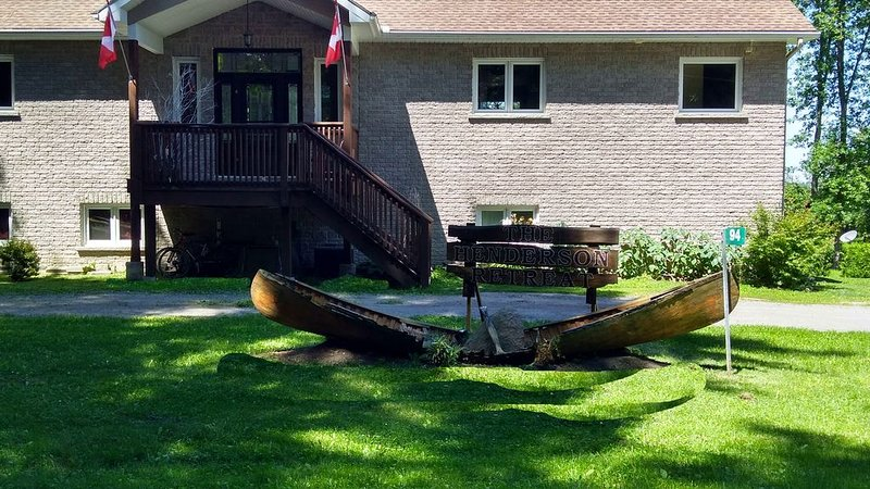 'Newly Built' Beautiful Lakefront Cottage, holiday rental in Waupoos