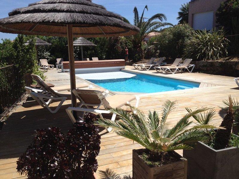 Confortable appartement 1 chambre, vue mer et piscine, terrasse privée, jardin, vacation rental in Monticello