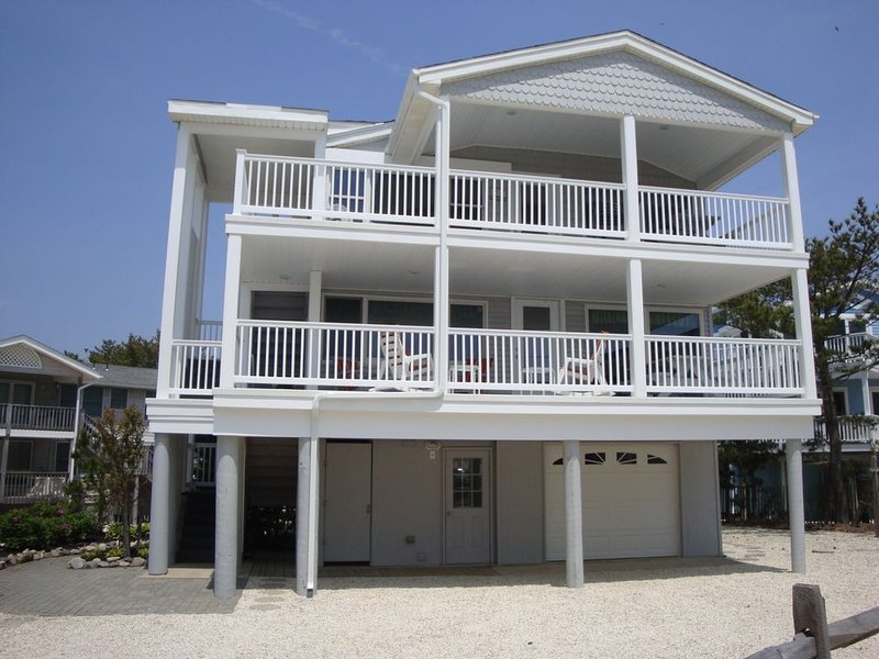 GREAT BEACH HOUSE  OCEAN VIEWS, vacation rental in Harvey Cedars