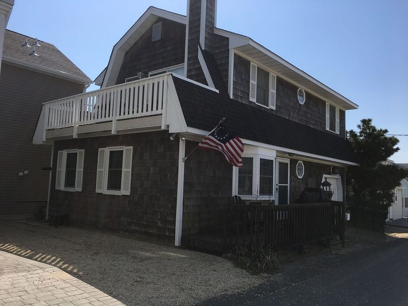 200 feet from the Sand, 3 Bedroom Dutch Colonial Beach House in Lavallette, NJ, holiday rental in Normandy Beach