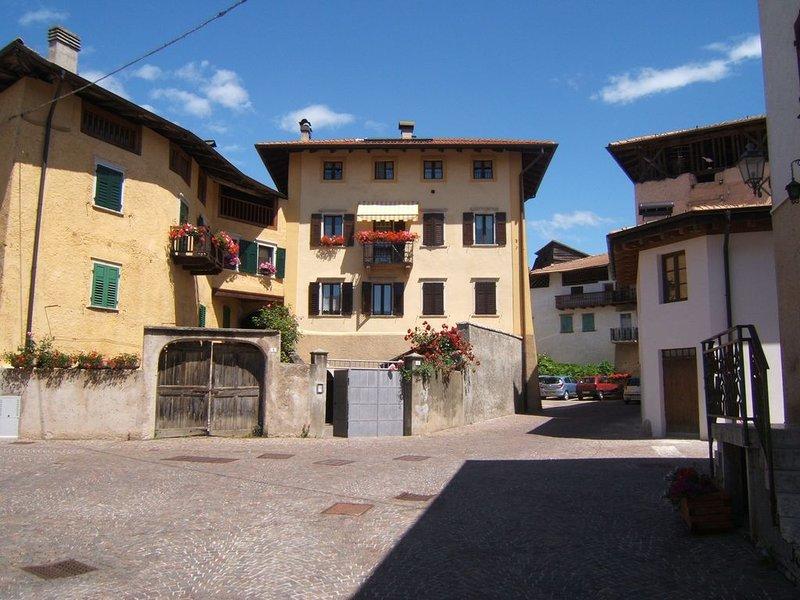 Casa Predaia un balcone sulle Dolomiti di Brenta, holiday rental in Tuenno