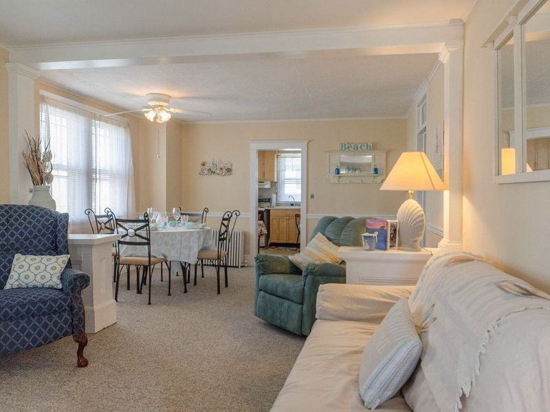Pet friendly, charming, 2 bedroom, 1 bath, next to SJ Marina, close to Marinas., holiday rental in Cape May