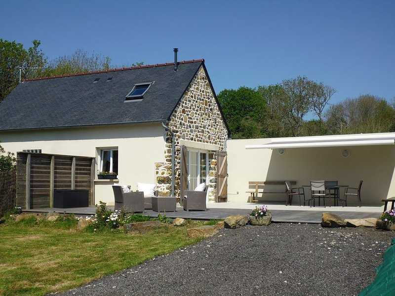 Breton house: the quiet countryside less than 1km from the beach, holiday rental in Crozon