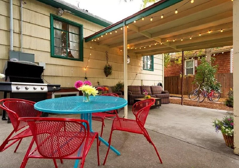 Outdoor patio, complementary bicycles, BBQ overlooking the garden and backyard.