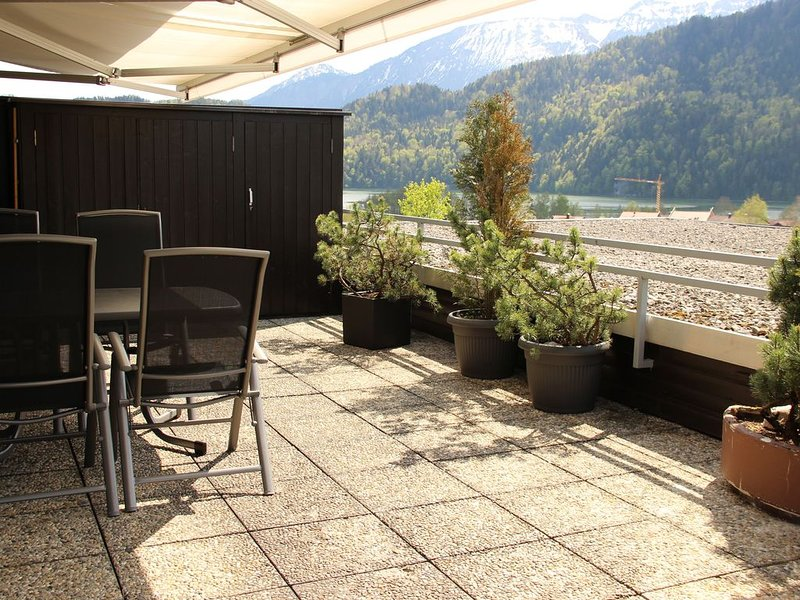 3 Zimmer, Seeblick, Hallenbad, Sauna u.v.m - 3*** Königscard inklusive, holiday rental in Nesselwang