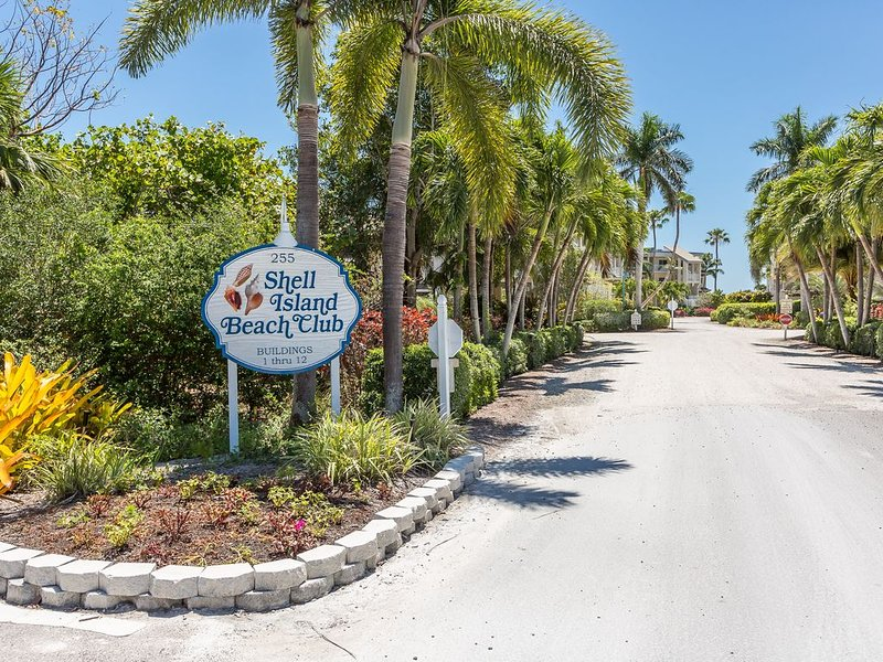 Beautiful Gulf Front condo at Shell Island Beach Club, vacation rental in Sanibel
