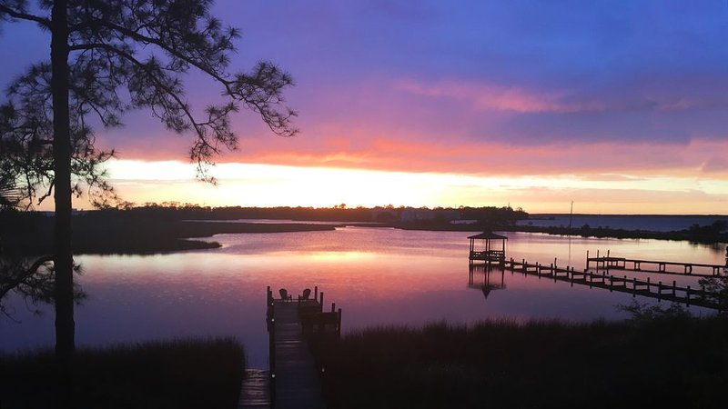 Beautiful Sunsets On The Bayou, holiday rental in Lillian