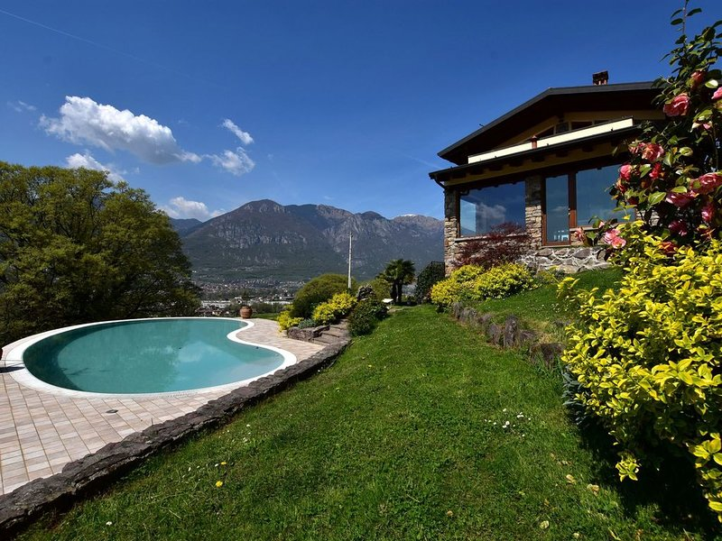 Apartment in 2-floor villa with swimming pool, equipped garden and lake view, vacation rental in Angolo Terme