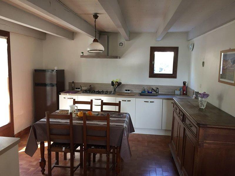 Maison sur les hauteurs de Ruoms a moins de 5 minutes à pieds du centre ville, location de vacances à Chauzon