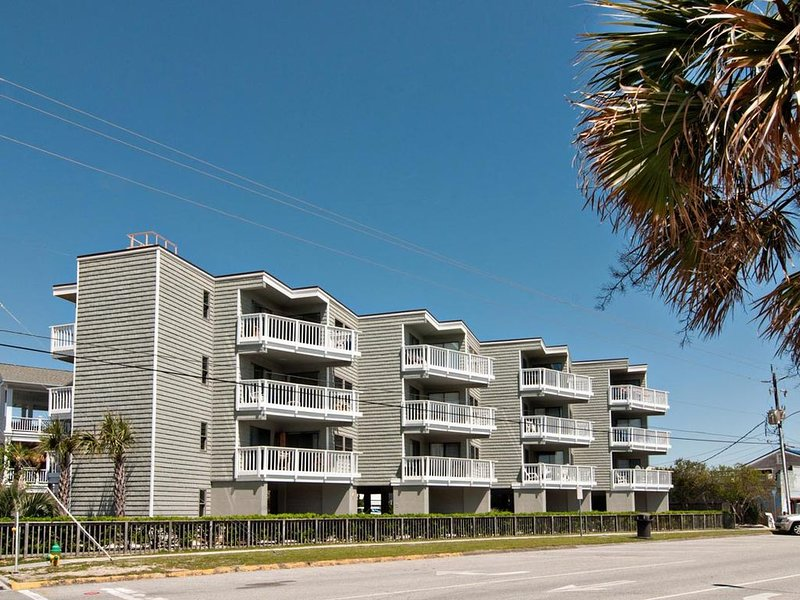 Nightly rentals at an oceanside condo just steps from Johnnie Mercer's Pier, holiday rental in Wrightsville Beach