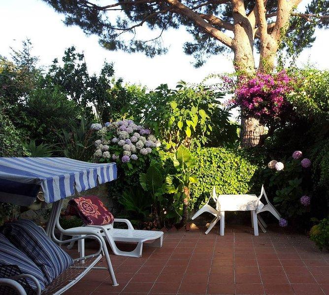 Gepflegte Ferienwohnung mit Terrasse in Strandnähe auf Ischia Italien, holiday rental in Serrara Fontana