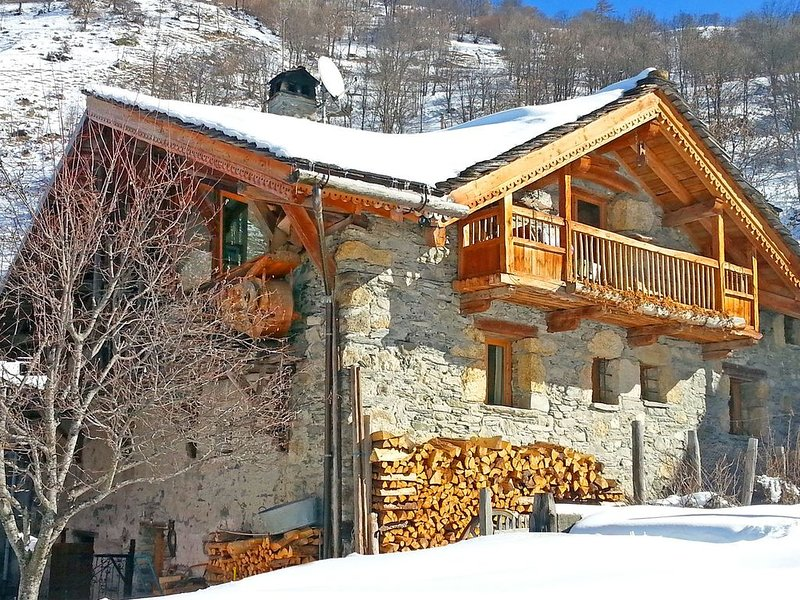 Sublime chalet of character with a cozy atmosphere, casa vacanza a Nancroix