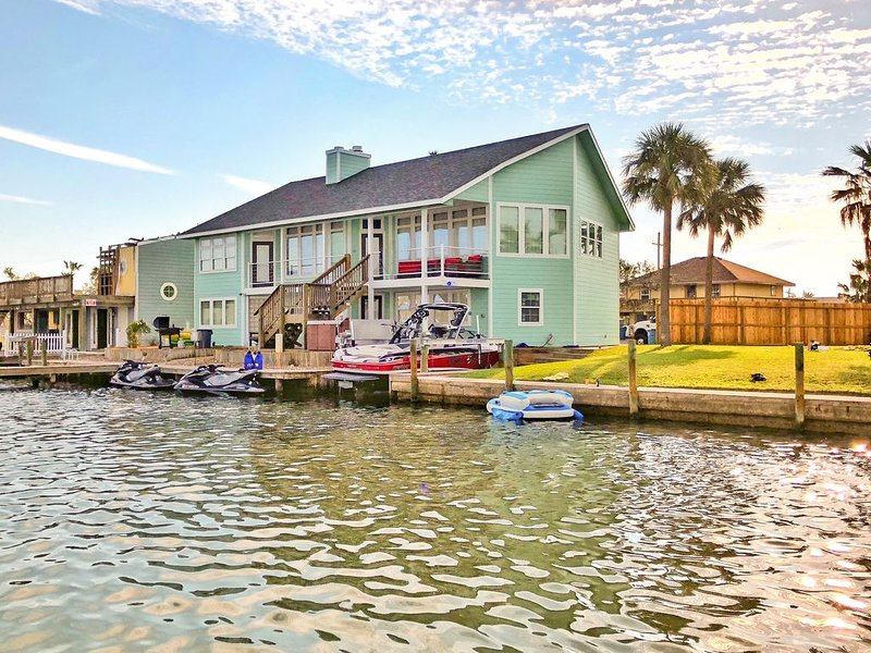 $395 SPECIAL!!!  Waterfront Key Allegro Home WITH FISHING LIGHTS & NEW HOT TUB, alquiler de vacaciones en Rockport