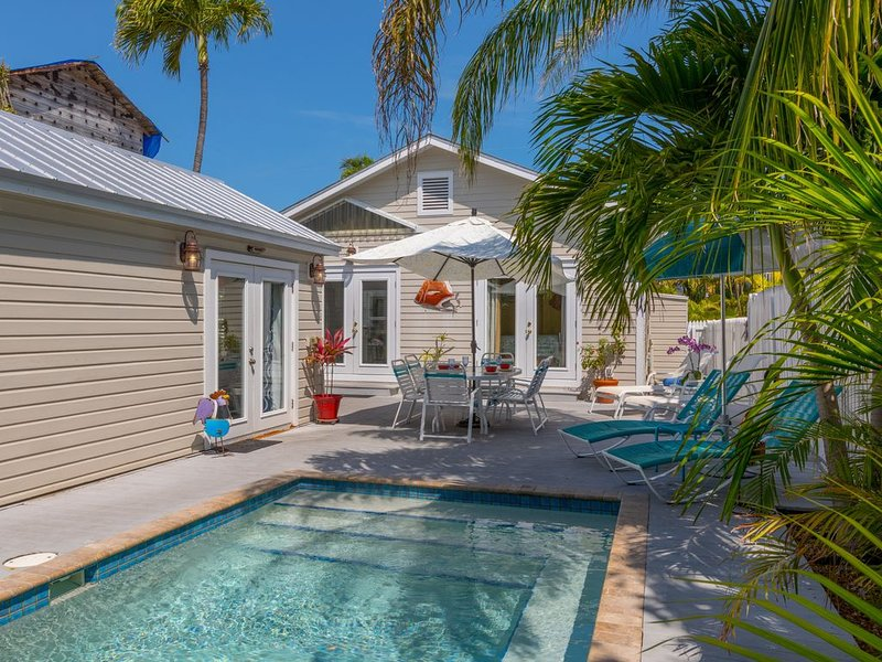 'LADY ADMIRAL' ~ Sweet cottage & guest house with private pool off Duval, vacation rental in Key West