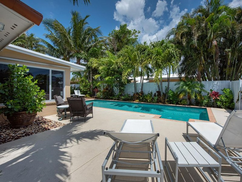 Charming home w/ pool minutes from Fort Lauderdale Beach, alquiler de vacaciones en Fort Lauderdale