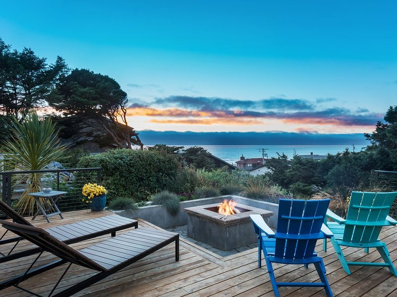 Luxury, Oceanview, Family home, Firepit! Near Cannon Beach, Steps to Sand!, alquiler de vacaciones en Arch Cape