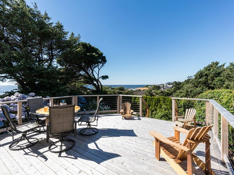 1/2 block to beach, Near Cannon Beach! Pet-friendly! Deck with Ocean View!, holiday rental in Arch Cape