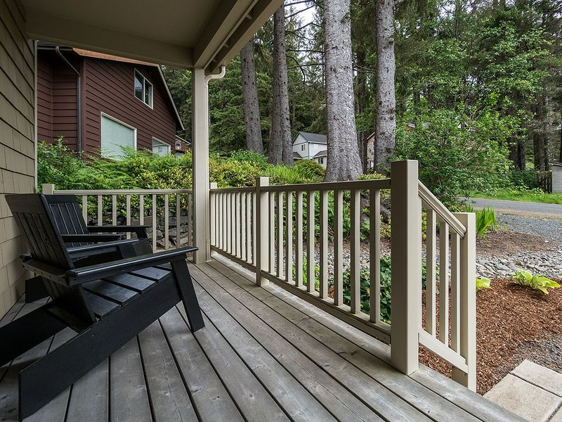 Immaculate, Family-friendly home, Private & Fenced Yard, Heavenly Beds!, vacation rental in Cannon Beach