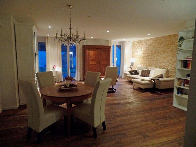 Luxuriös ausgestattete Ferienwohnung mit Sauna für 4-5 Personen, vacation rental in Buechenbeuren