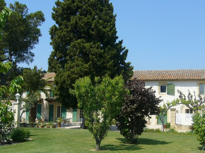 Gite in Provencal farmhouse from the early eighteenth century, vacation rental in Roquemaure