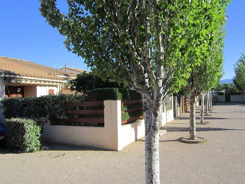 Villa bien exposée avec 2 terrasses, proche de la mer et des commerces, location de vacances à Saint-Cyprien