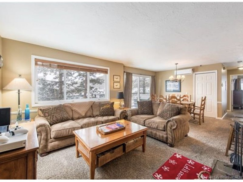 Corner unit in Prospector Square, Great Location, steps to the bus stops, vacation rental in Park City