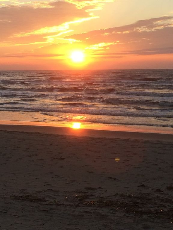 Sonnenaufgang zu beobachten, von Hause, direkt am Strand