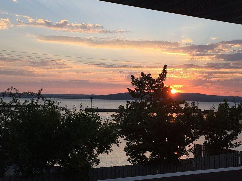 Escape To Madeline Island !  Superior Lakefront 2 Bedroom Condo, vacation rental in Cornucopia