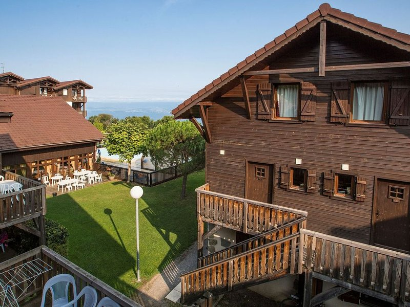 An apartment for 6 people in the spa town of Evian, casa vacanza a Saint-Paul-en-Chablais