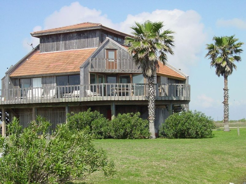 Beach-front Condo With Pool Access, location de vacances à Matagorda